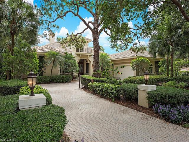 999 Barcarmil Way, Naples, FL 34110