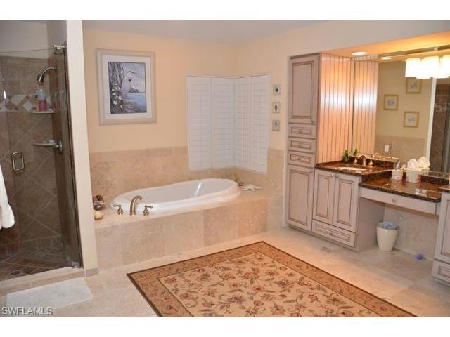 811 Pine Village Ln, Naples, FL 34108