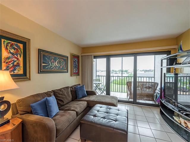 260 Southbay Dr 208, Naples, FL 34108