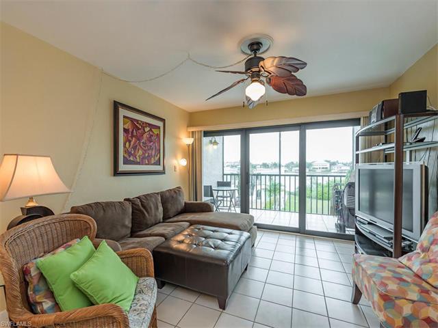 260 Southbay Dr 206, Naples, FL 34108