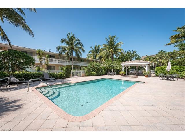 980 7th Ave S 206, Naples, FL 34102