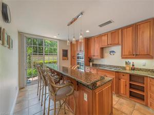 373 4th St S, Naples, FL 34102