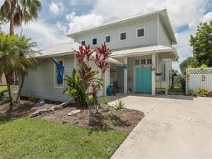 528 111th Ave N, Naples, FL 34108