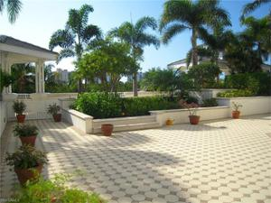 300 Dunes Blvd Terrace 103, Naples, FL 34110