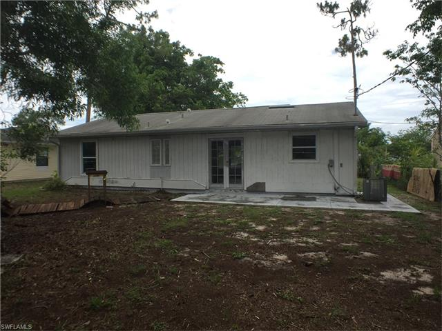 5305 Confederate Dr, Naples, FL 34113