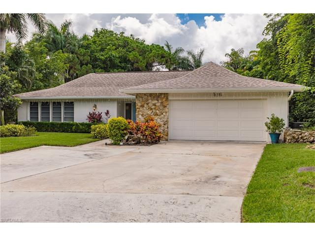 436 Putter Point Ct, Naples, FL 34103