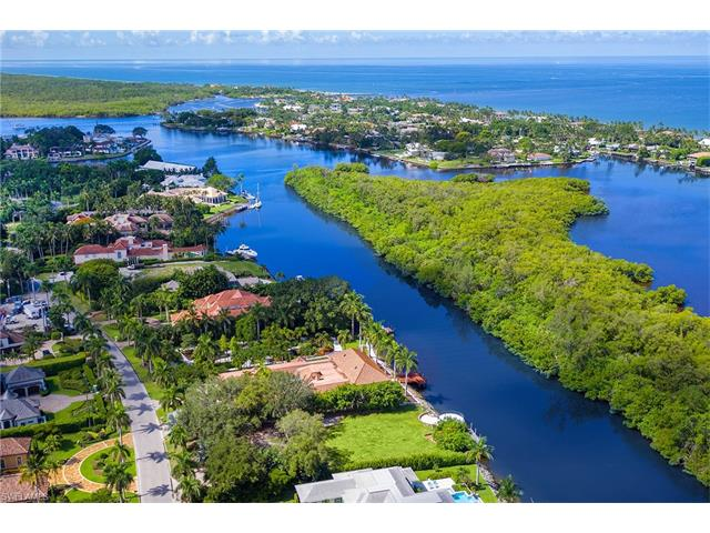 3530 Fort Charles Dr, Naples, FL 34102