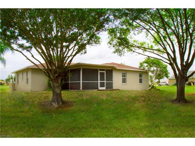 321 17th Pl, Cape Coral, FL 33993