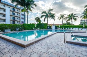 801 River Point Dr A-203, Naples, FL 34102