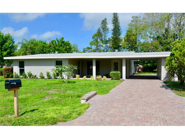 8743 Crest Ln, Fort Myers, FL 33907