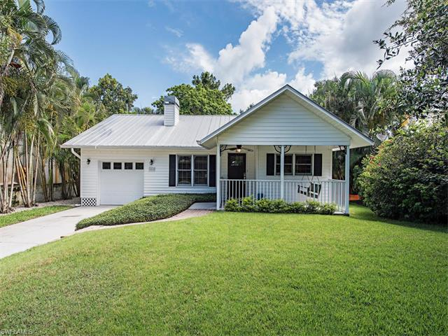 1015 Hollygate Ln, Naples, FL 34103