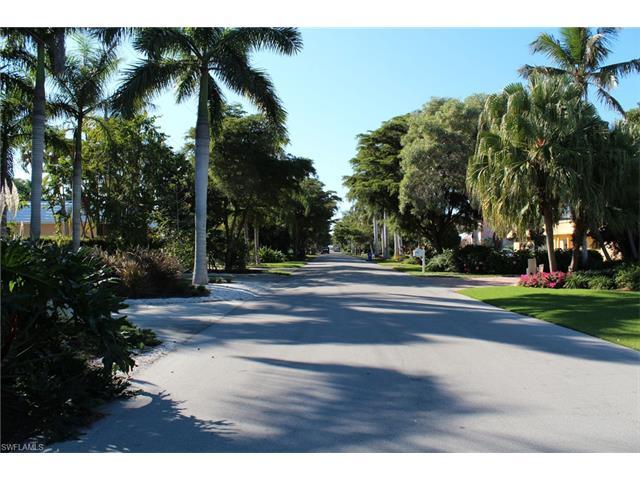 685 15th Ave S, Naples, FL 34102