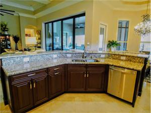 7361 Lantana Way, Naples, FL 34119
