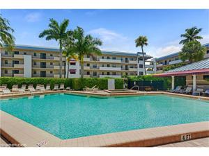 801 River Point Dr A-201, Naples, FL 34102