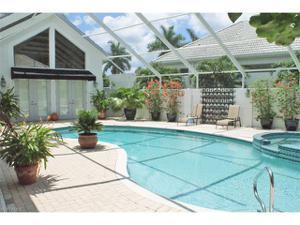 105 Greenfield Ct, Naples, FL 34110