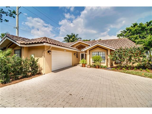5135 Alpha Ct, Naples, FL 34105