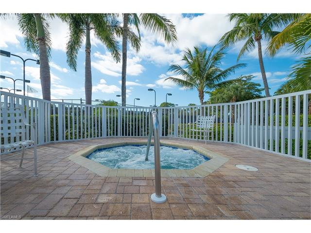 15068 Sterling Oaks Dr, Naples, FL 34110