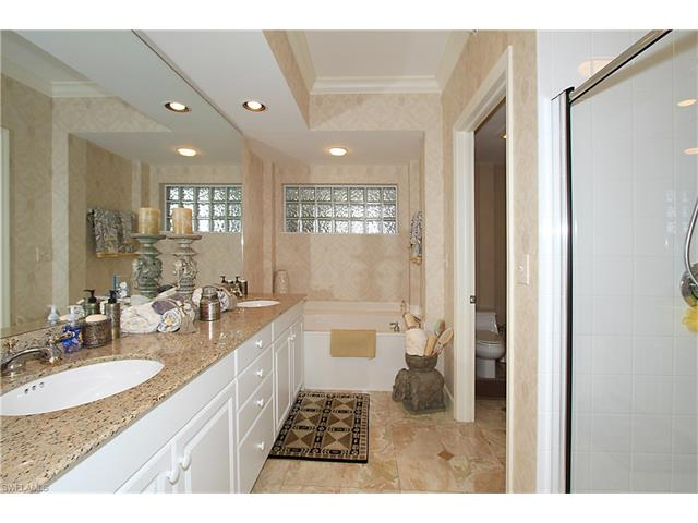 300 Dunes Blvd Ph-2, Naples, FL 34110