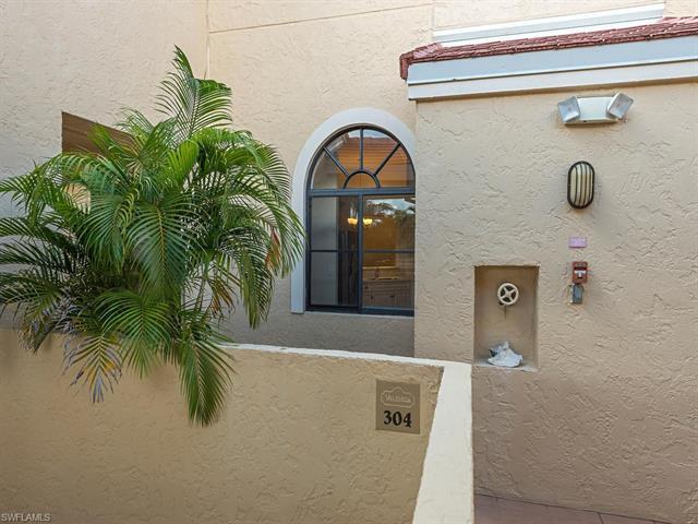 6525 Valen Way D-304, Naples, FL 34108