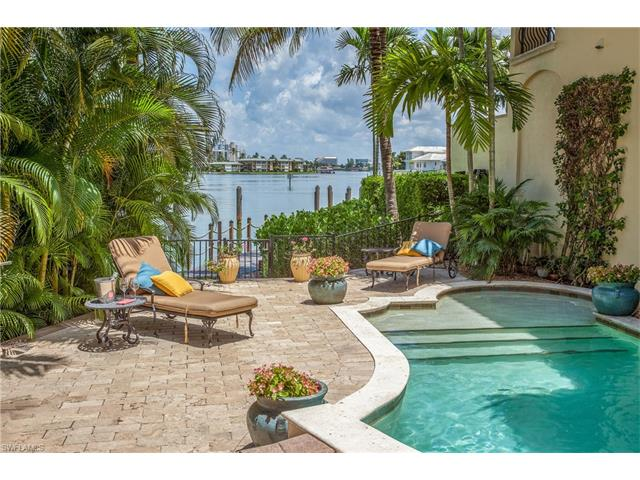 201 Harbour Dr 8, Naples, FL 34103
