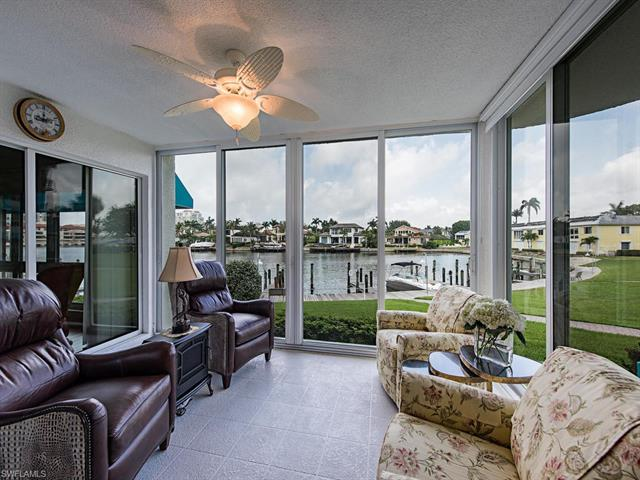 305 Park Shore Dr 2-212, Naples, FL 34103
