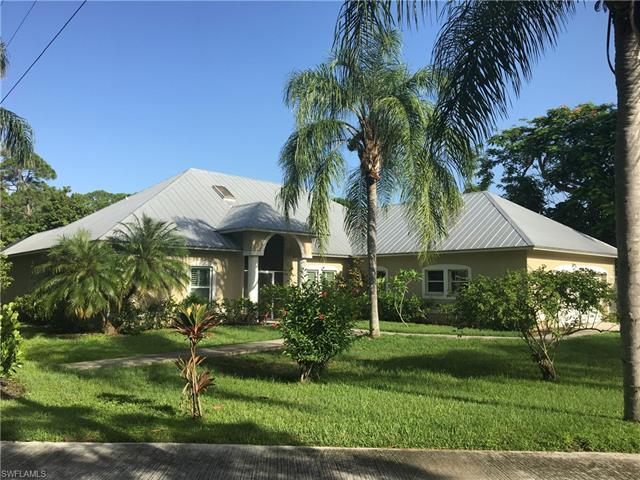851 E Lakeview Dr, Bonita Springs, FL 34134