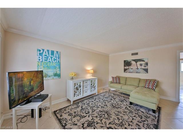 1100 Gulf Shore Blvd N 207, Naples, FL 34102