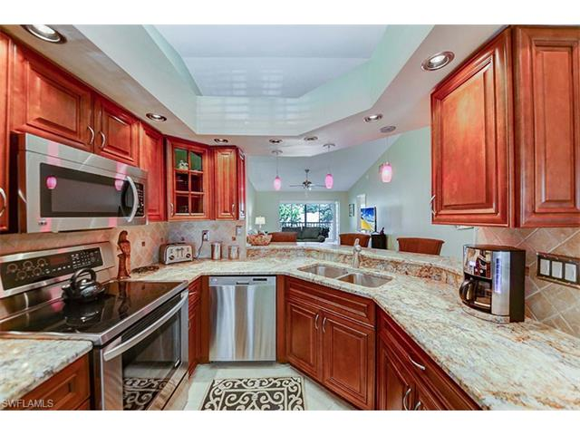 821 Gulf Pavillion Dr 203, Naples, FL 34108