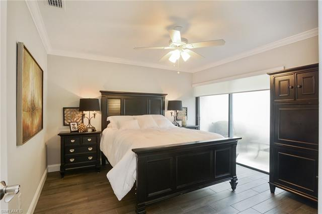 504 Bay Villas Ln 54, Naples, FL 34108