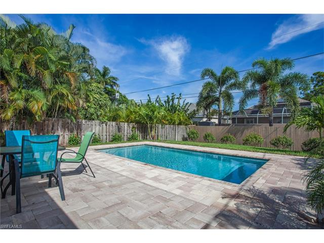 725 105th Ave, Naples, FL 34108
