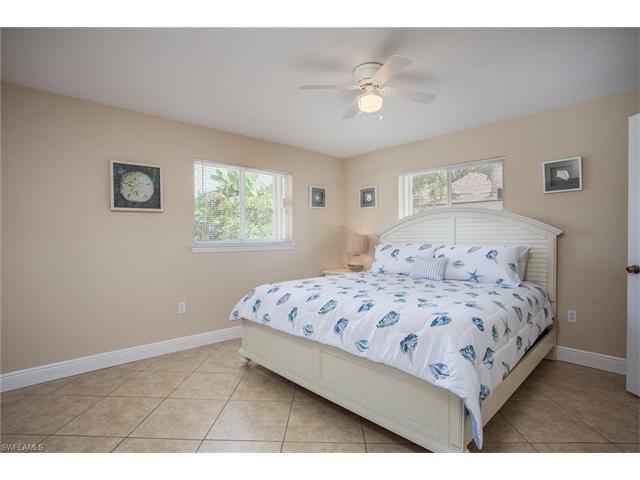 725 105th Ave, Naples, FL 34108