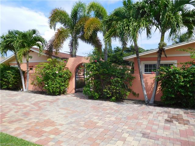 563 105th Ave N, Naples, FL 34108