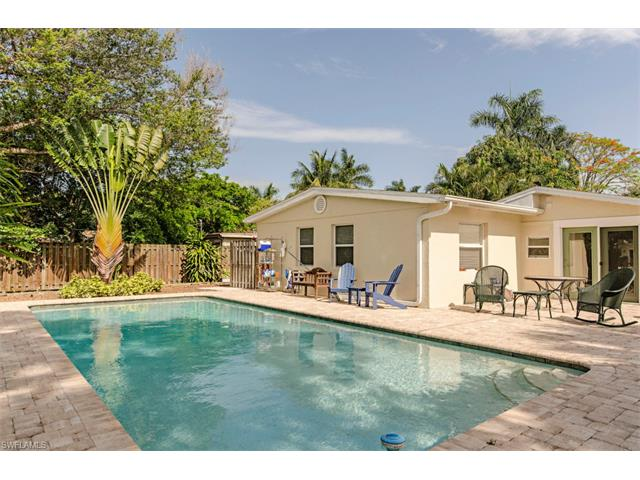 1034 6th Ln N, Naples, FL 34102