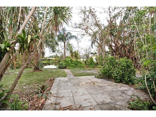 1097 Alhambra Cir N, Naples, FL 34103