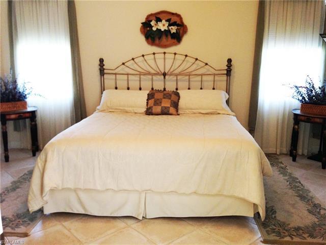 15845 Delaplata Ln, Naples, FL 34110