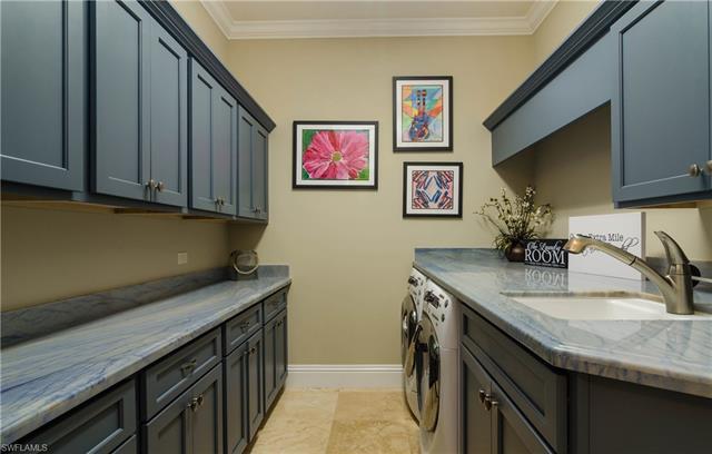 9337 Granite Ct, Naples, FL 34120