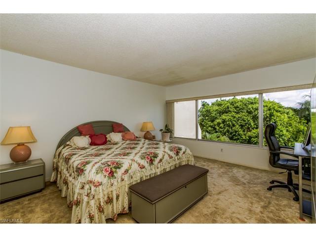 975 Palm View Dr A-302, Naples, FL 34110