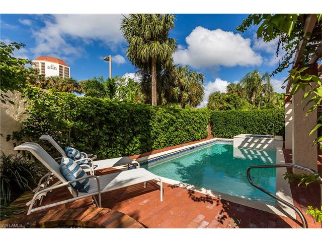 501 Bay Villas Ln, Naples, FL 34108