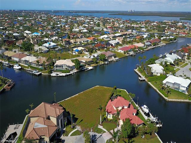 90 Anchor Ct, Marco Island, FL 34145