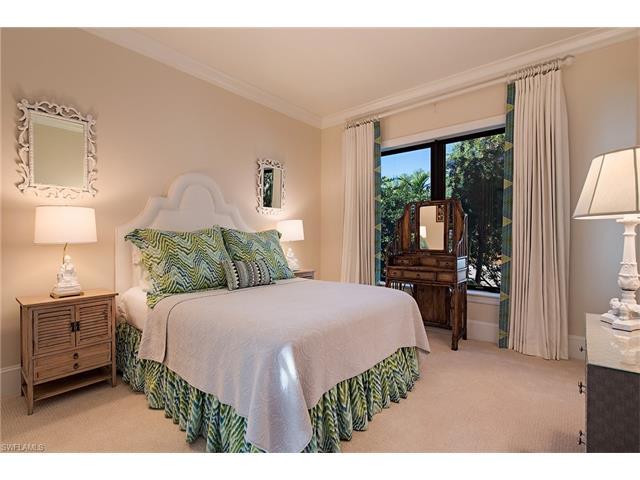 2240 Residence Cir, Naples, FL 34105