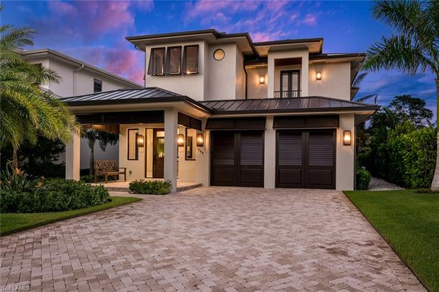 565 Fairway Ter, Naples, FL 34103