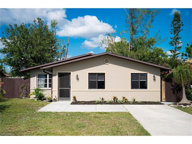 637 99th Ave N, Naples, FL 34108