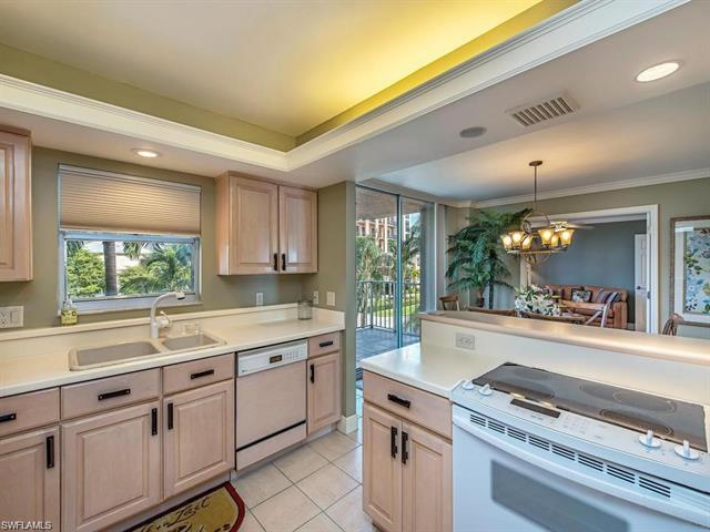 10691 Gulf Shore Dr 300, Naples, FL 34108