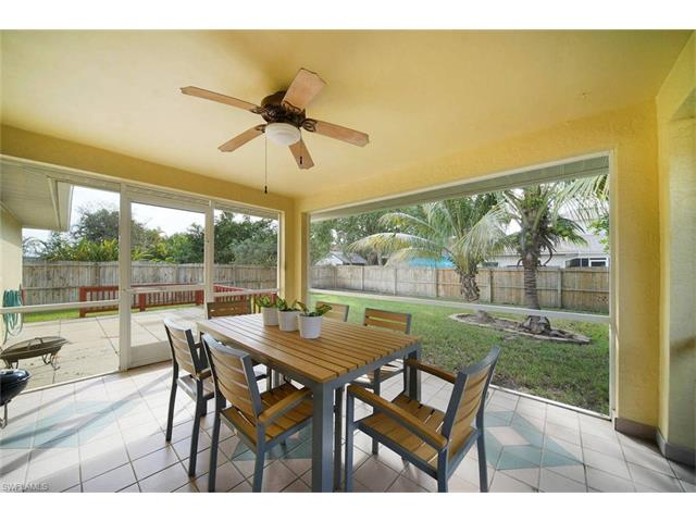 546 102nd Ave N, Naples, FL 34108