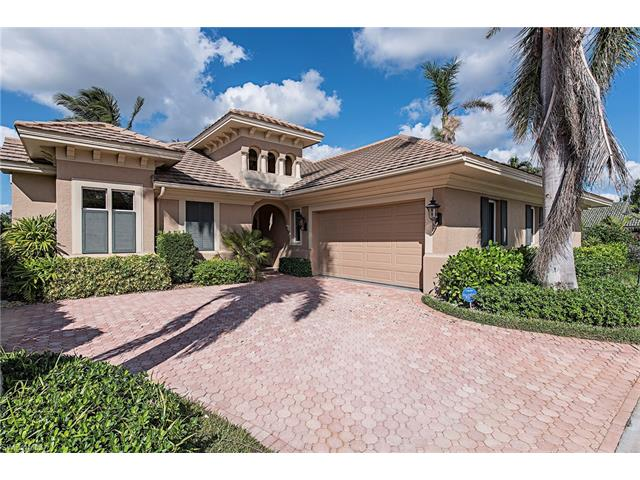 809 Pine Village Ln, Naples, FL 34108