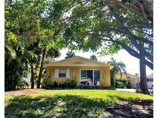 844 102nd Ave N, Naples, FL 34108