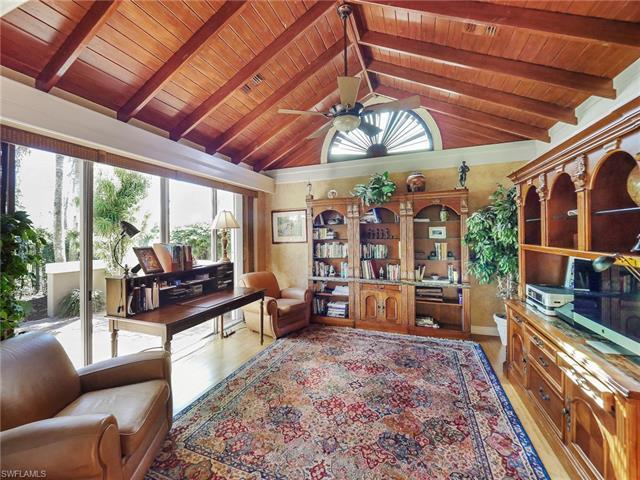 4701 Oak Leaf Dr, Naples, FL 34119