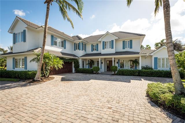 674 Palm Cir W, Naples, FL 34102