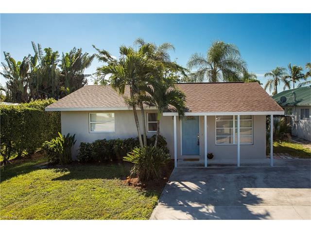 706 95th Ave N, Naples, FL 34108