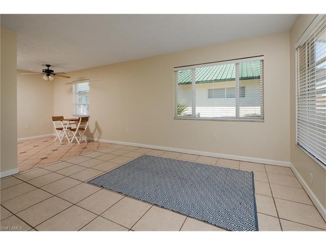 706 95th Ave N, Naples, FL 34108